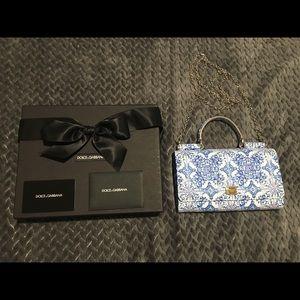 Dolce and Gabbana smart phone WOC
